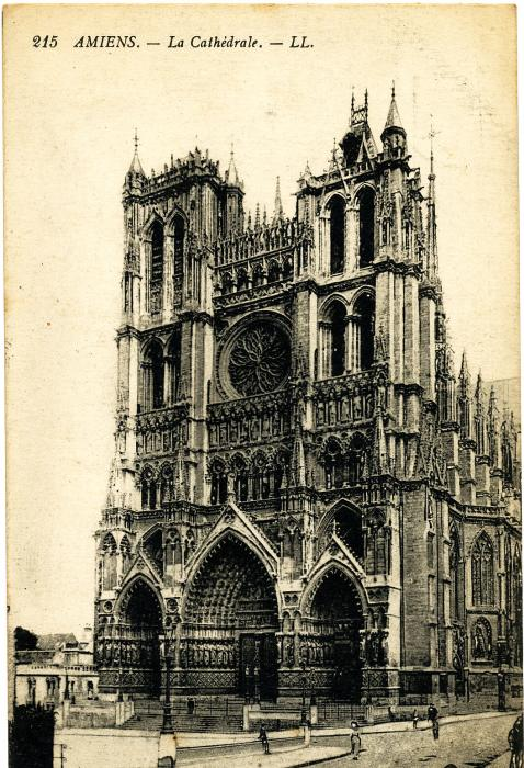 ADX/375/18 Postcard of Amiens Cathedral. Back is blank.